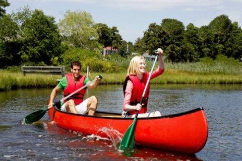 Hele dag kanovaren met een drankje per persoon bij Riverside Outdoor & Events