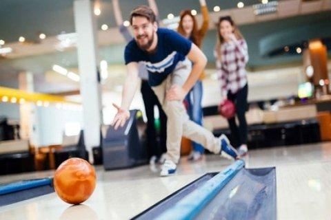 1 of 2 uur bowlen, inclusief een portie bittergarnituur voor 2 tot 8 personen bij...