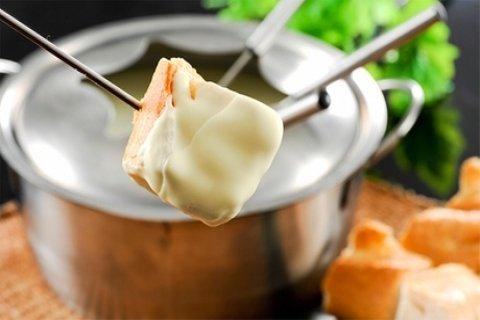 Onbeperkt kaasfondue, naar keuze met dessert bij Eetcafé Kleine Weimar in Den Haag