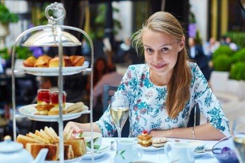 High tea voor 2-6 personen, naar keuze inclusief glas prosecco of jus bij Het Wapen van...