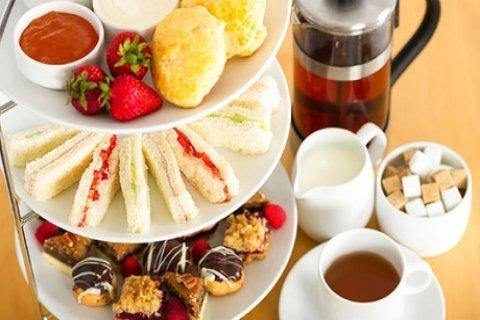 High tea voor 2-4 personen bij Coffee And More op de Cruquius Woonboulevard