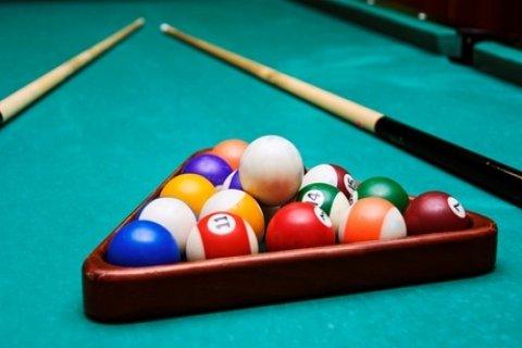 2 uur poolen op één of twee tafels bij Sportcafe The Subway aan de Wolpheartsbocht in...