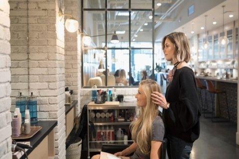 Kappersbehandelingen met extra's naar keuze bij So Much Hair in hartje Schiedam