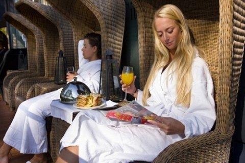 Toegang tot de spa incl. linnenpakket, naar keuze met wellness-arrangement bij Savarin in...