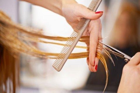 Luxe kappersbehandeling, naar keuze met föhnen en highlights/verven bij Touch Hairstyle...