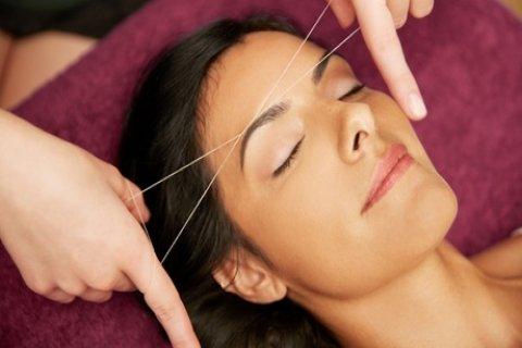 Wenkbrauwen epileren met touw, naar keuze met verven bij Carmen's Hairstyle op de Jan...